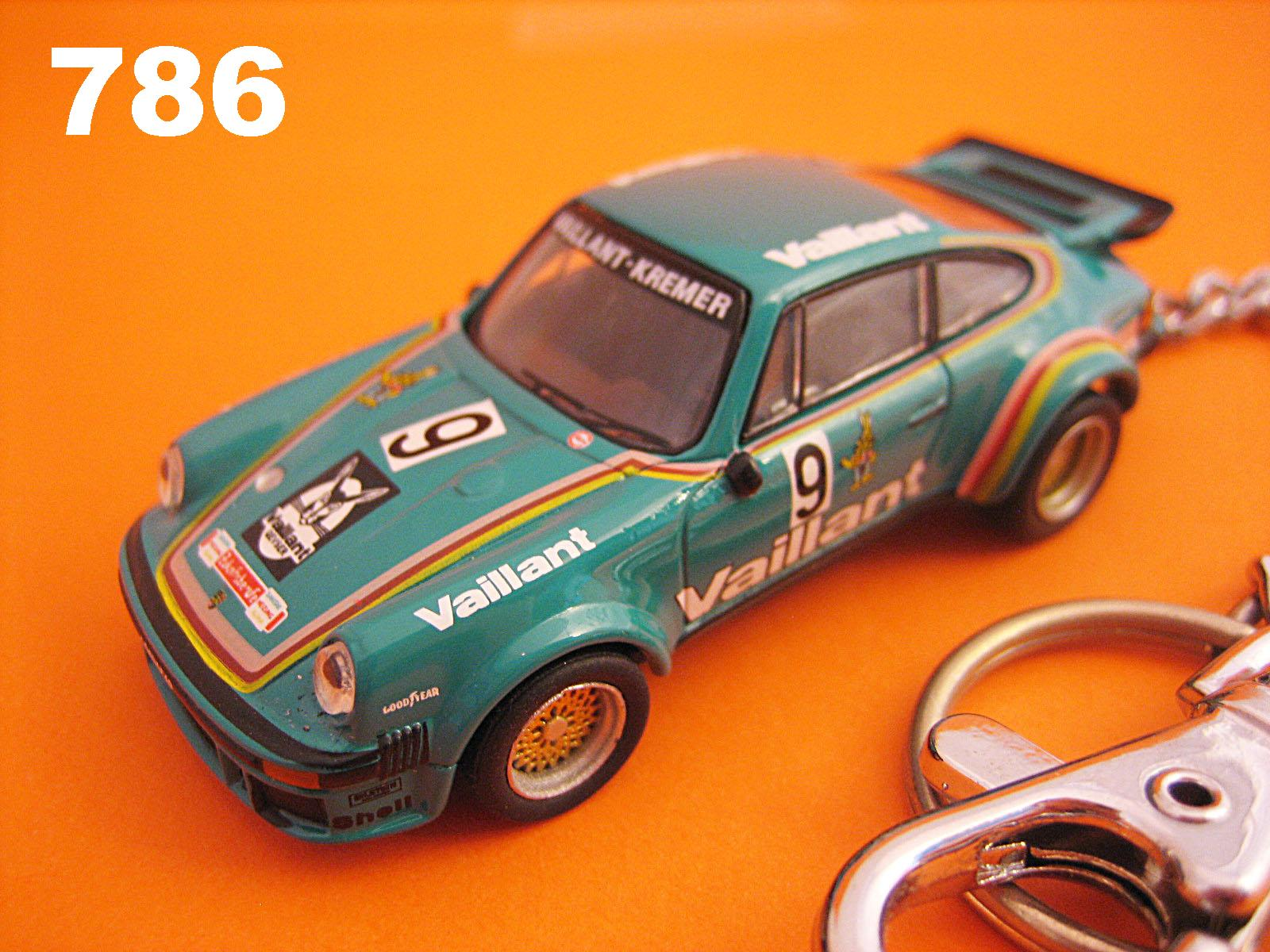 Porsche 934 Turbo RSR Vaillant #9 (Green) Die-cast Key Chain