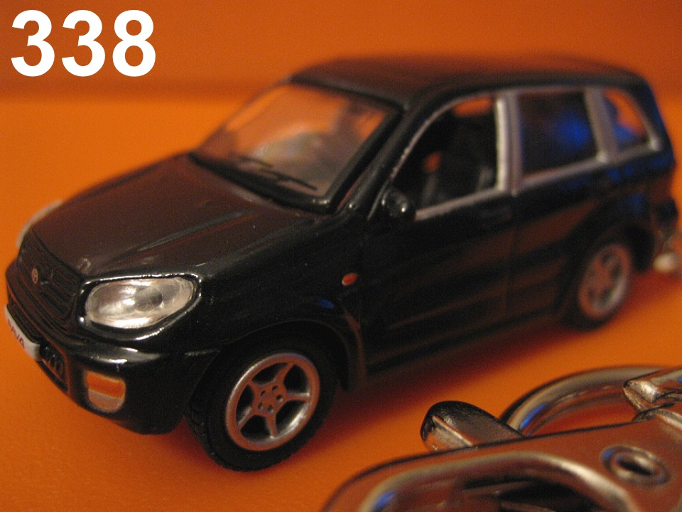 Toyota RAV4 '01-'05 4dr SUV (Black) Die-cast Key Chain