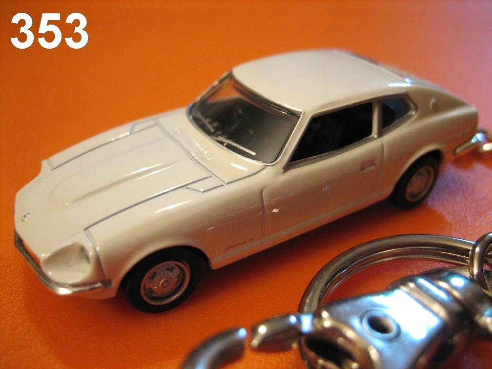 Nissan (Datsun) Fairlady 240Z-L 2by2 (White) Die-cast Key Chain