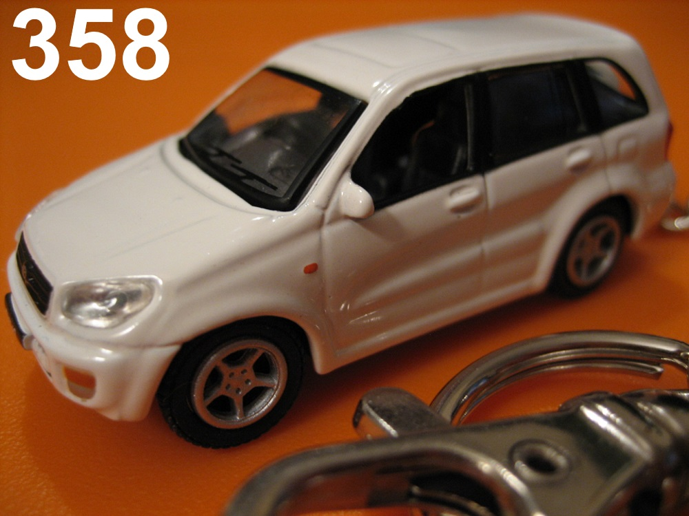 Toyota RAV4 '01-'05 4dr SUV (White) Die-cast Key Chain