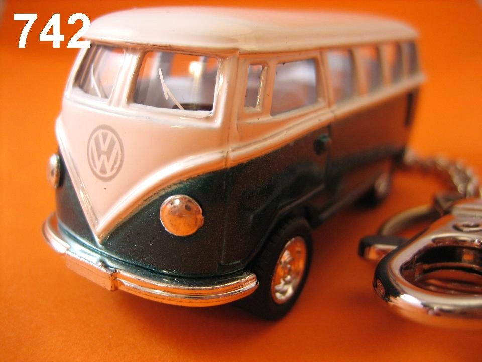 Samba Bus (Green x White) Die-cast Key Chain